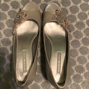 Bandolino Taupe peep-toe heels. Size 7